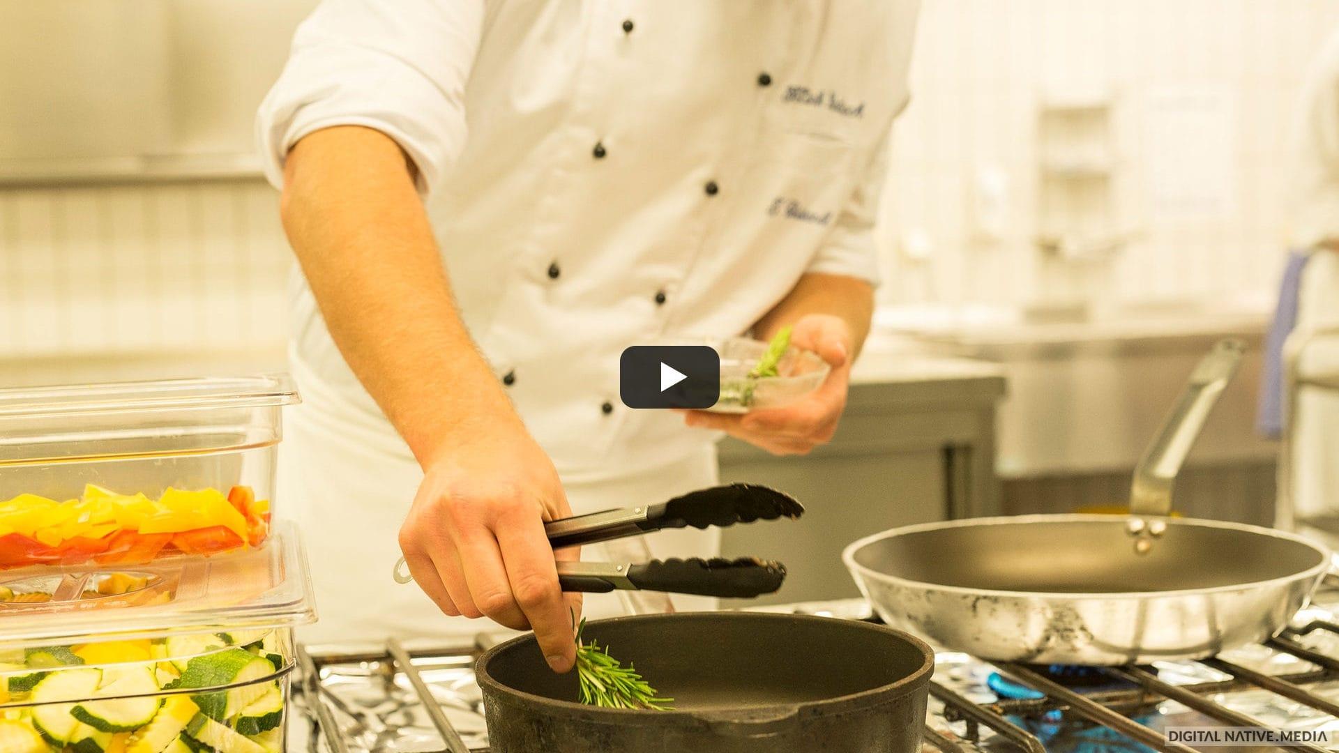 Titelbild für ein Video über die Küche und das Essen in der Klinik Windach